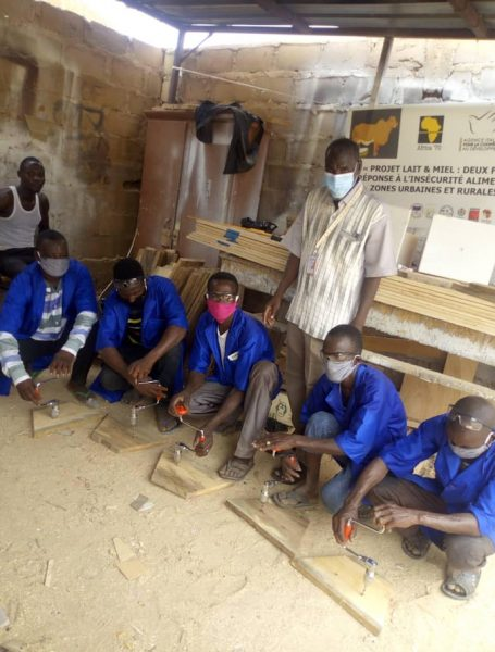 Formazione in falegnameria per la costruzione di arnie (foto: equipe NIGLEM)